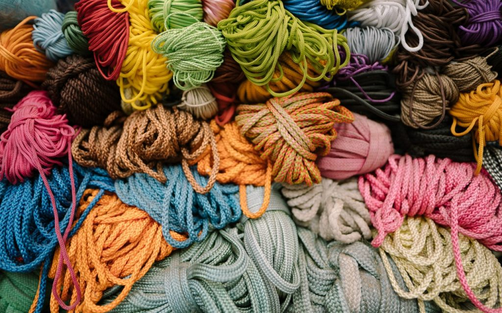 Coloured yarn and wool